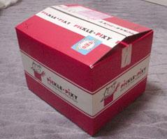 赤の可愛いダンボール箱